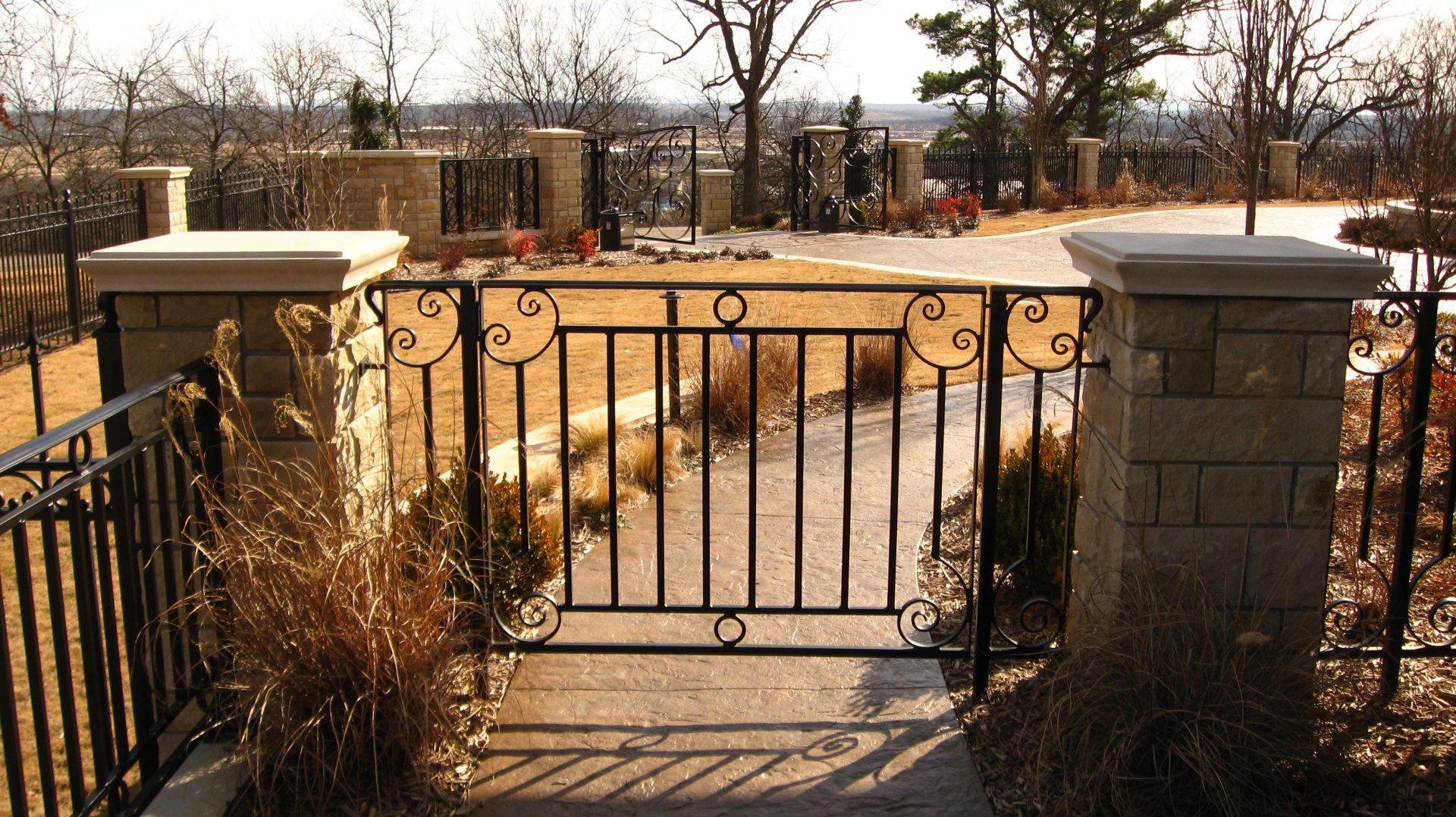 cliff drive fence garden design 2